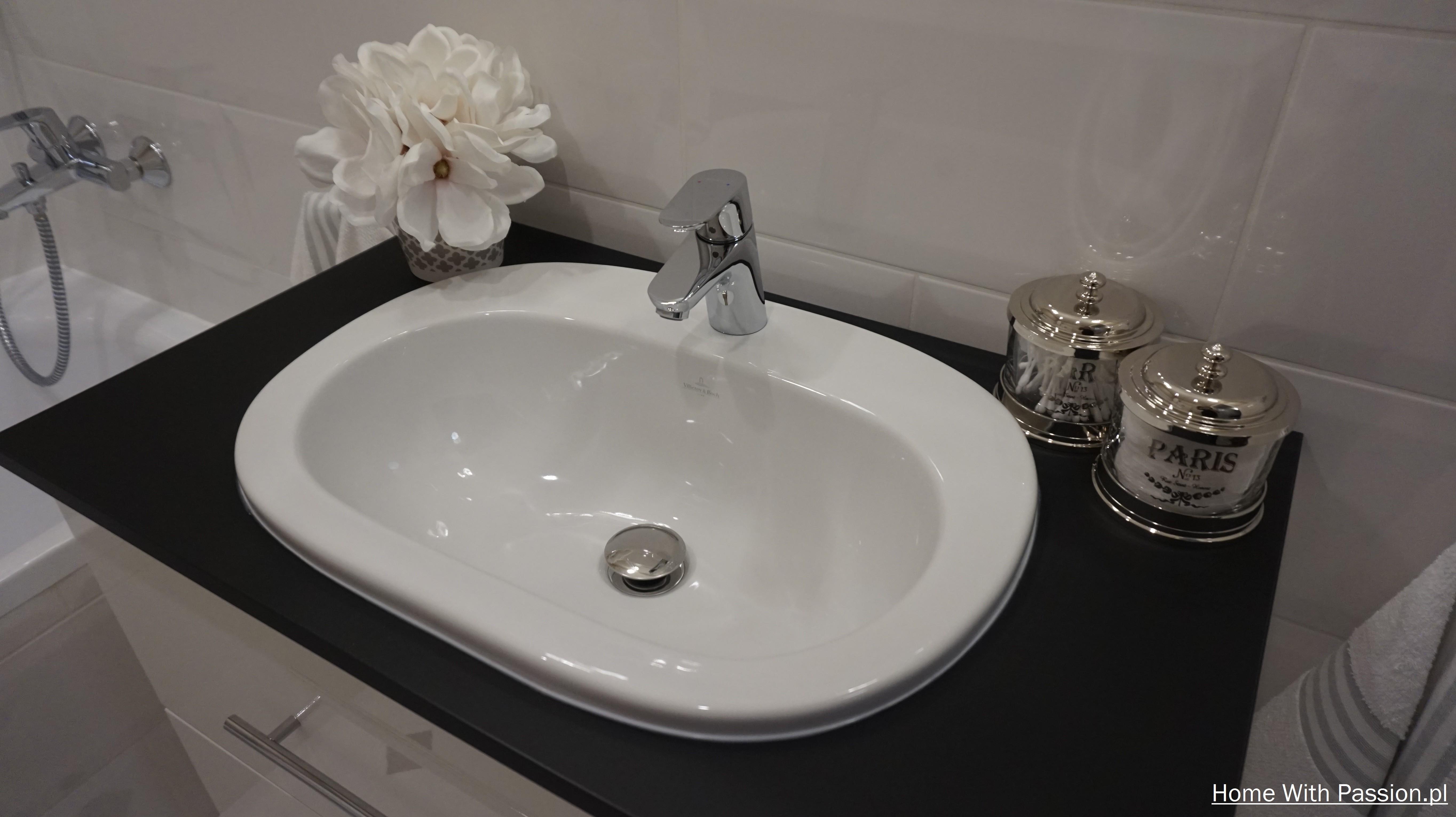 Mała łazienka z elementami stylu Hampton